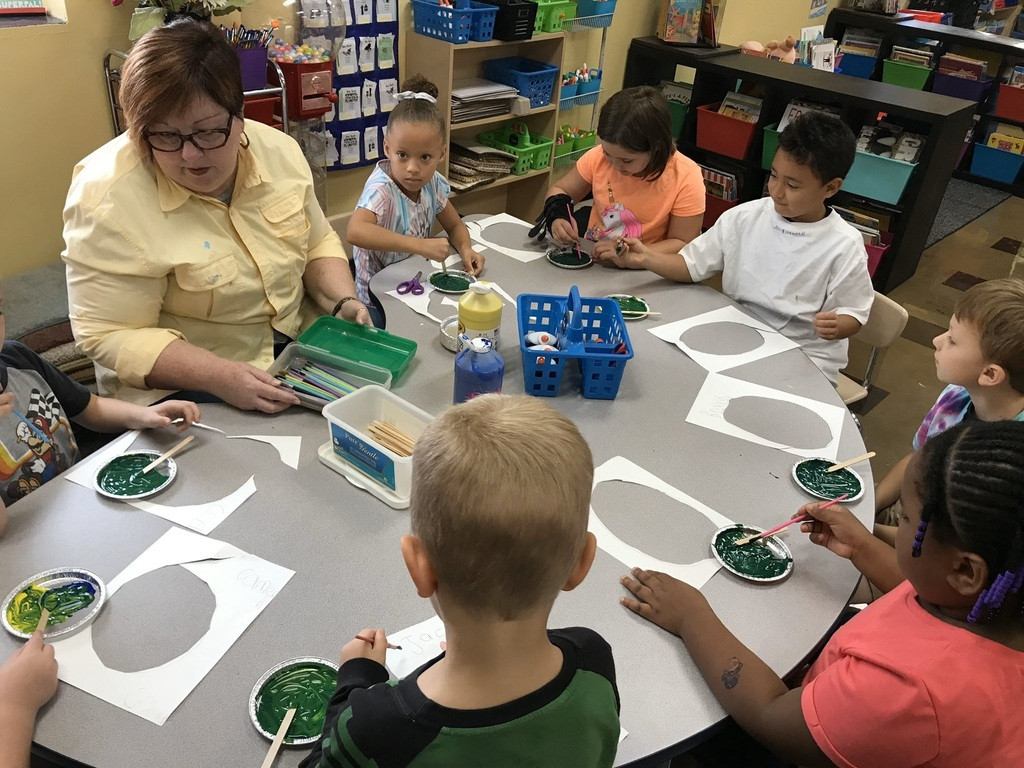Photo of kindergarteners painting